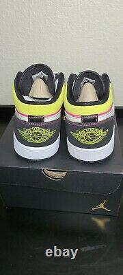 Air Jordan Retro 1 Low SE Size 10.5 Spray Paint Cyber Black Fuchsia CW5564-001