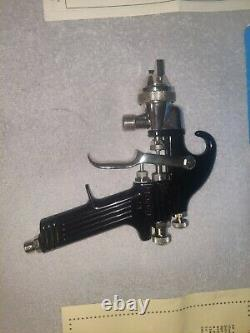 BINKS Model 18 Paint spray gun WithSPARE PARTS! ALL NEW! EXCELLENT COND